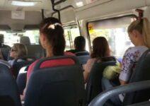 Safada Batendo Punheta Em Um Tarado No Ônibus